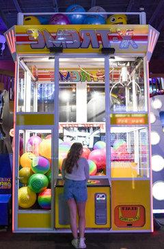 Toy catcher machine